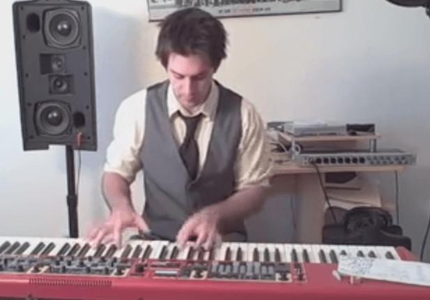 Mashup de éxitos de los ochenta al piano
