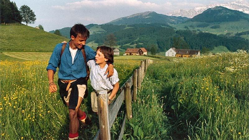 Fotograma de la película de cine Gemini the Twin Stars