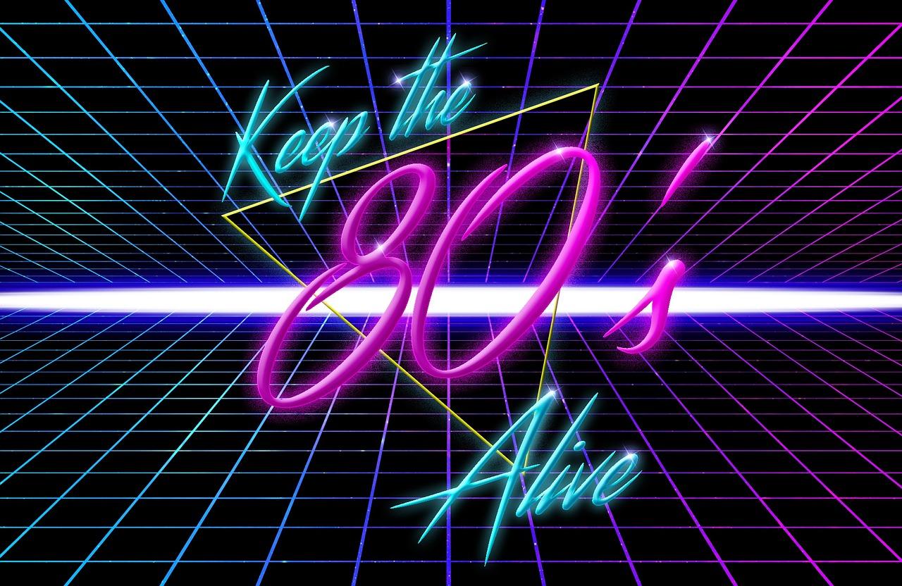 Etiquetas personalizadas de los años 80 para decorar